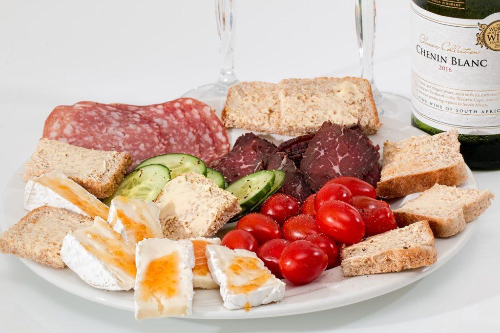 dieta-omnivora-alimente-procesate-iubesc-sa-gatesc